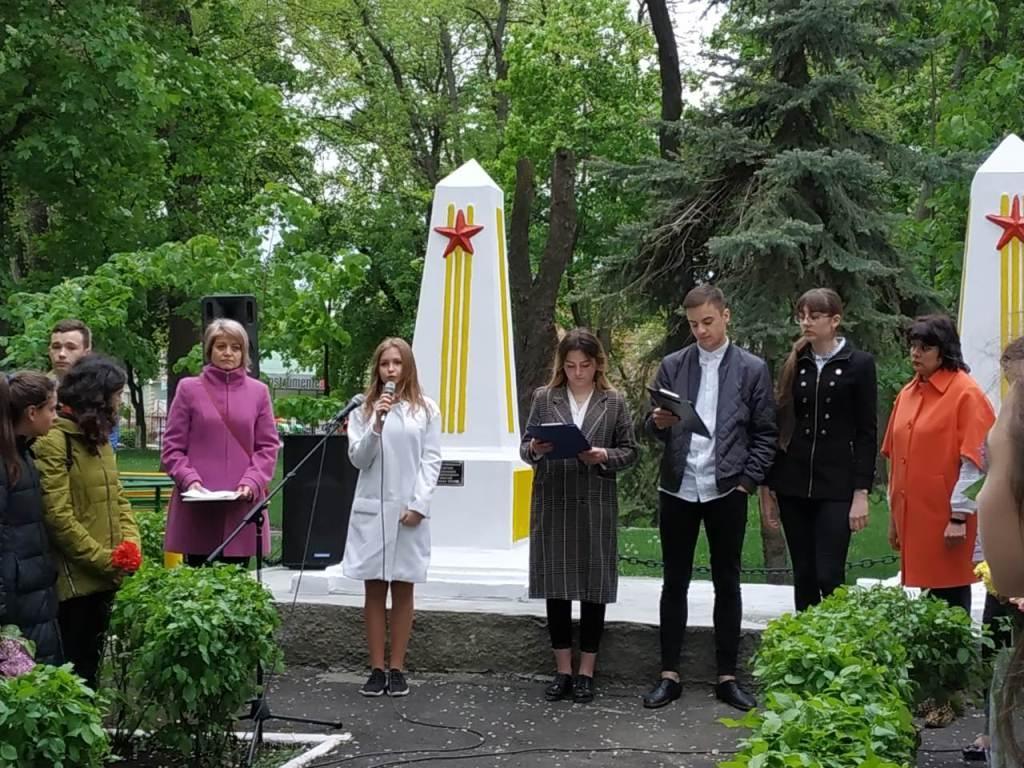 """Elevii LT """"Lucian Blaga"""" și IPLT """"Mihai Eminescu"""" au adus omagiu celor ce au luptat pentru apărarea Patriei"""