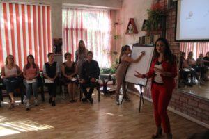 Discuții non-formale la CRAT între profesorii de educație pentru societate și lucrătorii de tineret